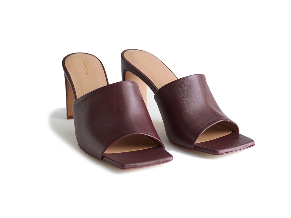 sabot-in-pelle-burgundy-and-other-stories