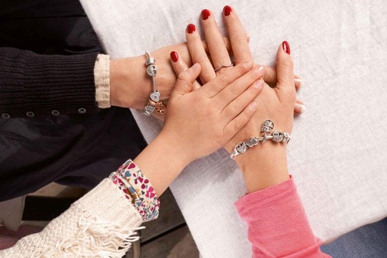 L'iconico bracciale Pandora Moments compie 20 anni e Pandora lo celebra in un modo davvero speciale