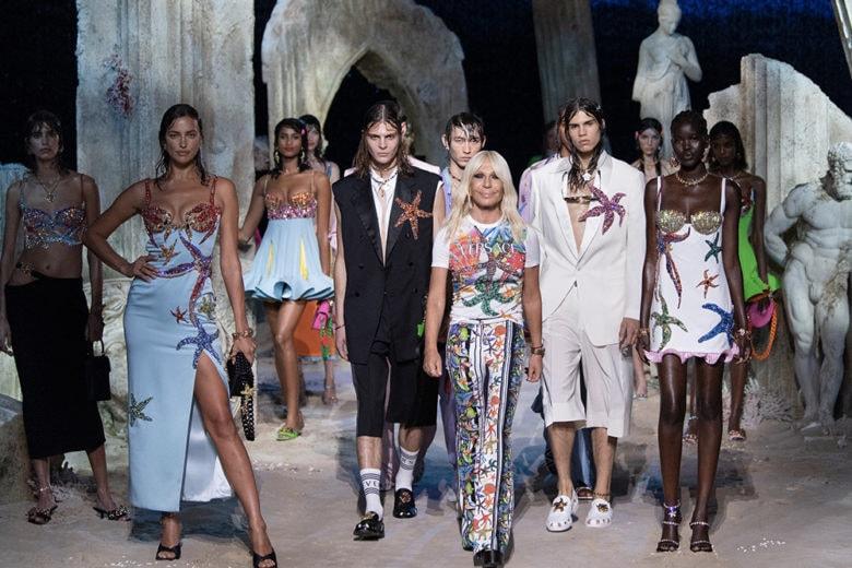 """Benvenuti a """"Versacepolis"""", il nuovo mondo secondo Donatella Versace"""