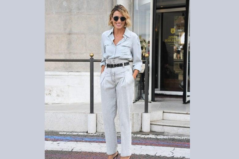 Come abbinare i jeans a vita alta? Ispiratevi al look di Anna Foglietta