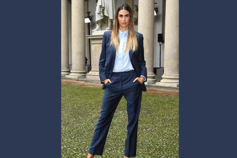 Il tailleur gessato di Melissa Satta è il completo che tutte vorremo (e dovremmo!) avere