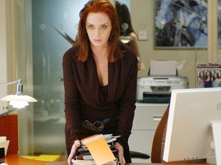 Emily Blunt vestito marrone