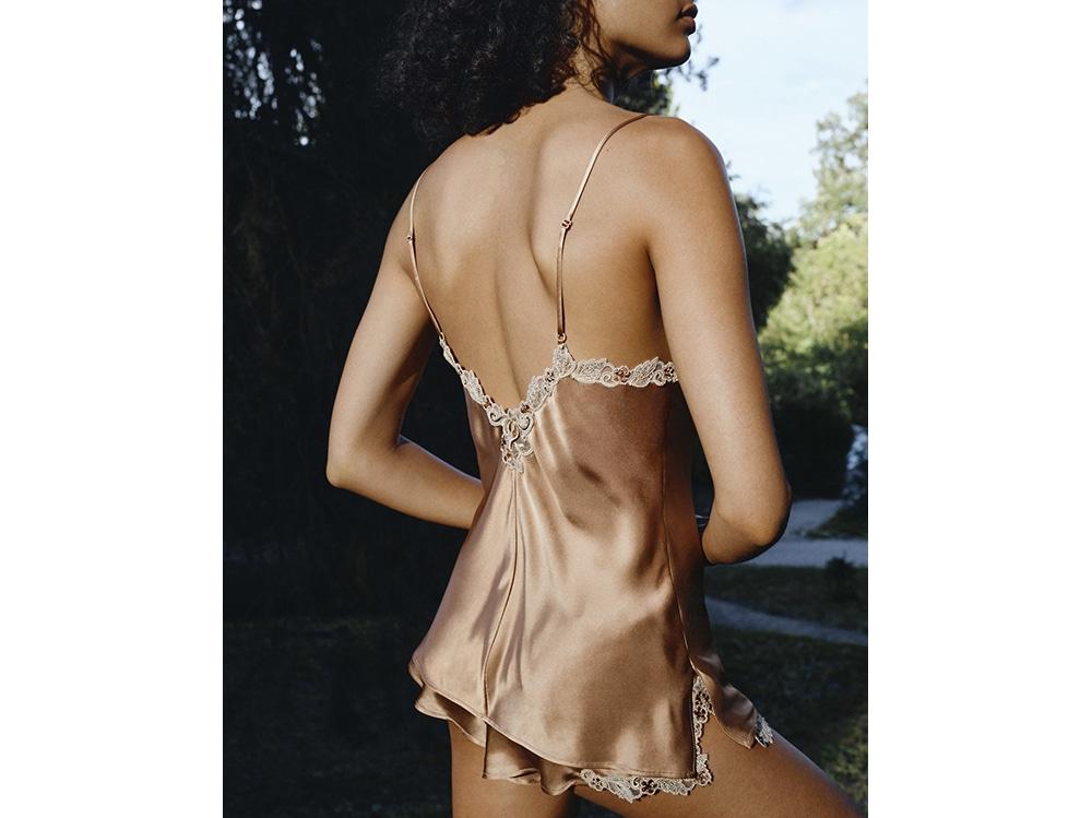 La-Perla-MAISON-METALLIC-silk-satin-camisole-and-French-knickers-with-frastaglio-embroidery.-Photographer–Larissa-Hofmann.-Detail-Shot