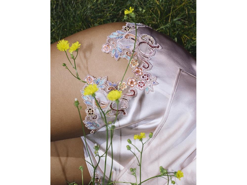 La-Perla-MAISON-RAINBOW-Wild-Rose-French-knickers-with-frastaglio-embroidery.-Photographer–Larissa-Hofmann.-Detail-shot