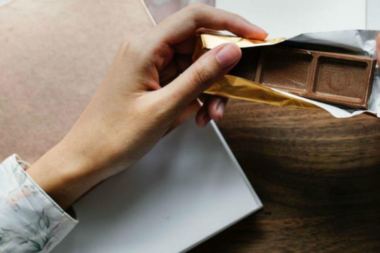 3 trucchi per gestire gli attacchi di fame dopo cena senza ingrassare