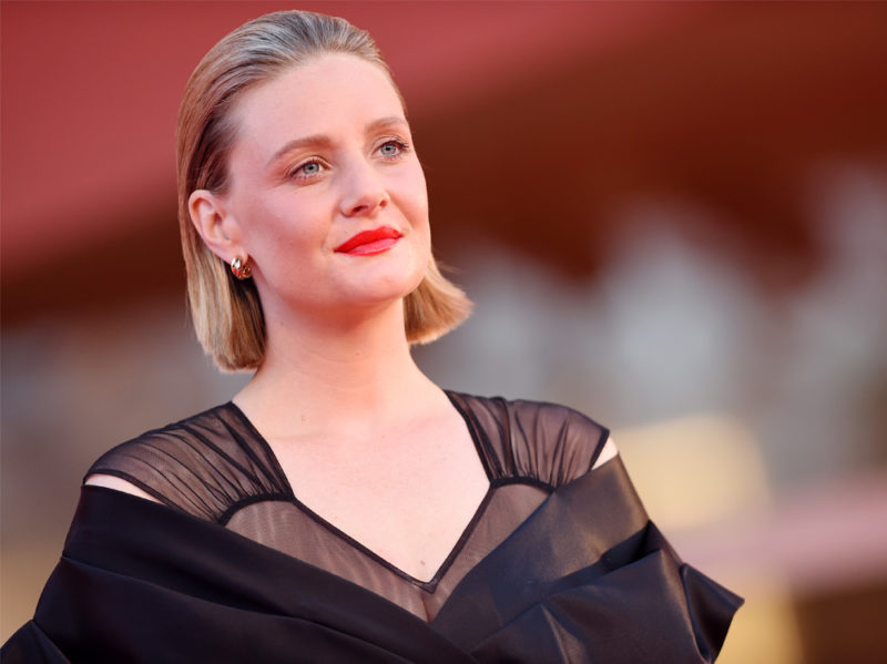festival-cinema-venezia-2020-beauty-look-romola-garai
