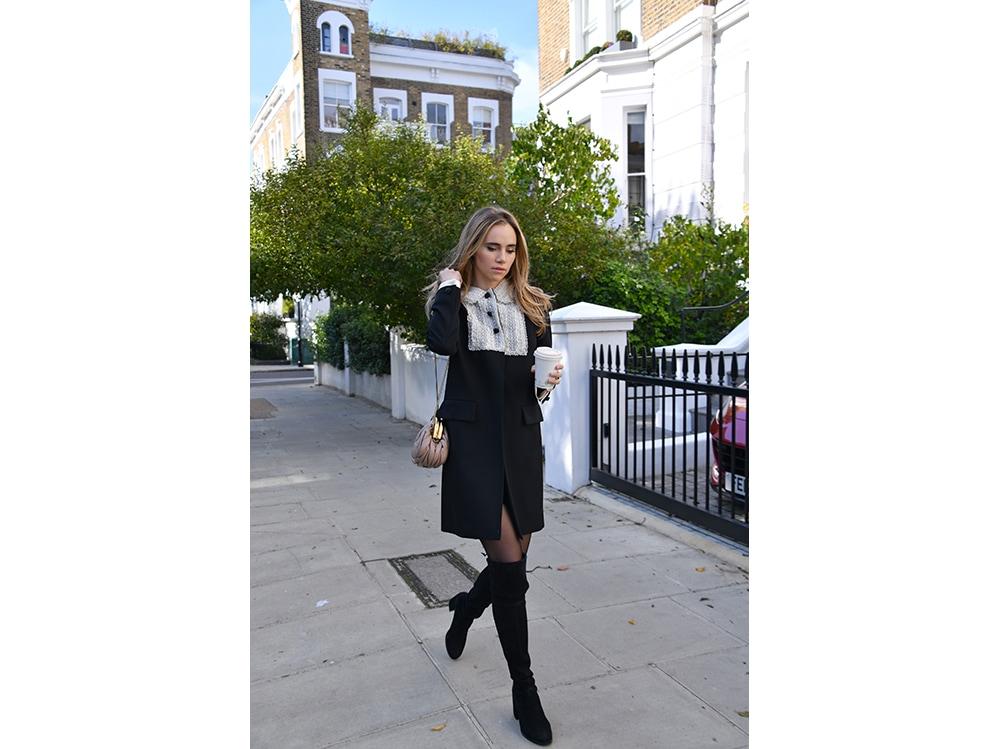 Suki-Waterhouse-seen-walking-in-Notting-Hill