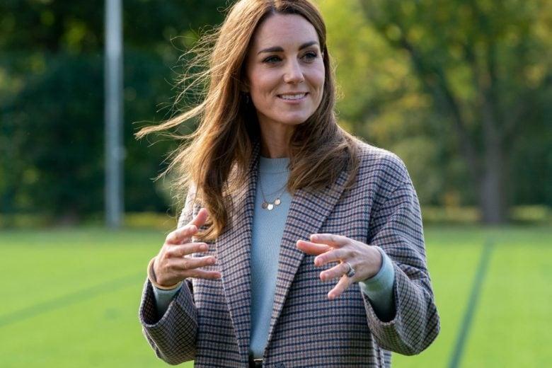 Fermi tutti: Kate Middleton ha sfoggiato IL cappotto di questa stagione (e costa meno di quanto pensiate)!