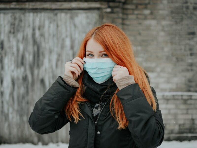 ragazza mascherina