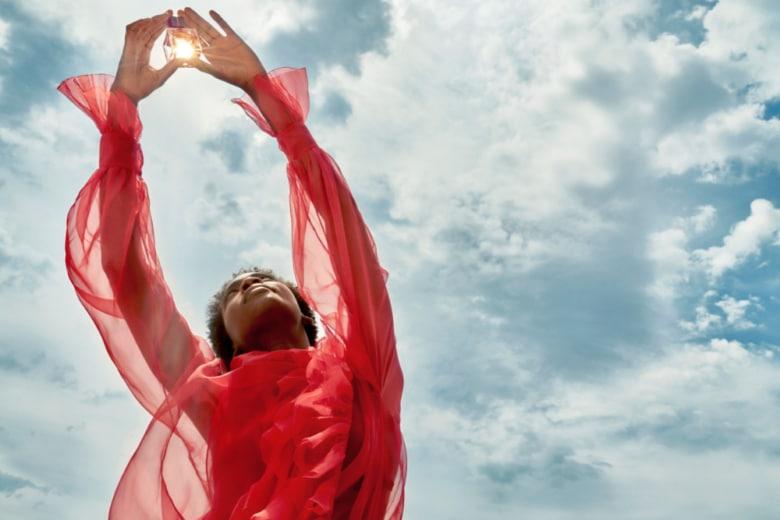 Voce Viva, omaggio a una generazione senza frontiere. Scoprite con noi la nuova fragranza di Valentino Beauty