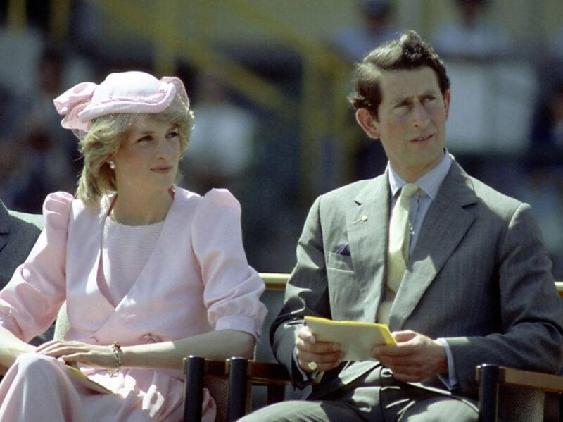1983 Un look total pink scelto dalla Principessa per assistere a uno degli eventi ufficiali del primo tour australiano dei coniugi reali.