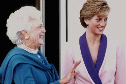 1990 Giacca rosa con inserti viola intenso per l'incontro con la First Lady Barbara Bush.