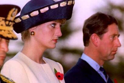 1992 Tesa particolare con inserto di seta color avorio, i dettagli sono sostanziali in ogni look di Diana.