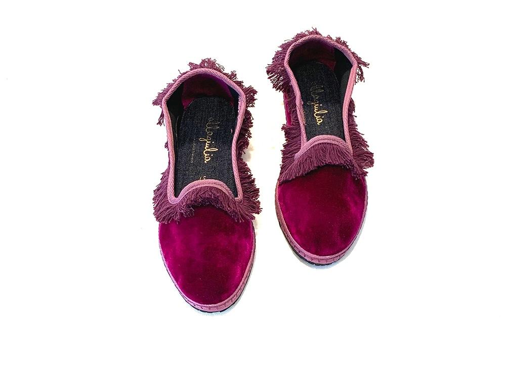 pantofola friulana in velluto di cotone bouganville profilata con passamaneria frangia di cotone in tinta allagiulia-130-euro