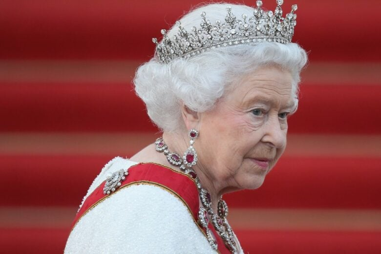 La Regina Elisabetta si prepara a lasciare il trono… a Carlo