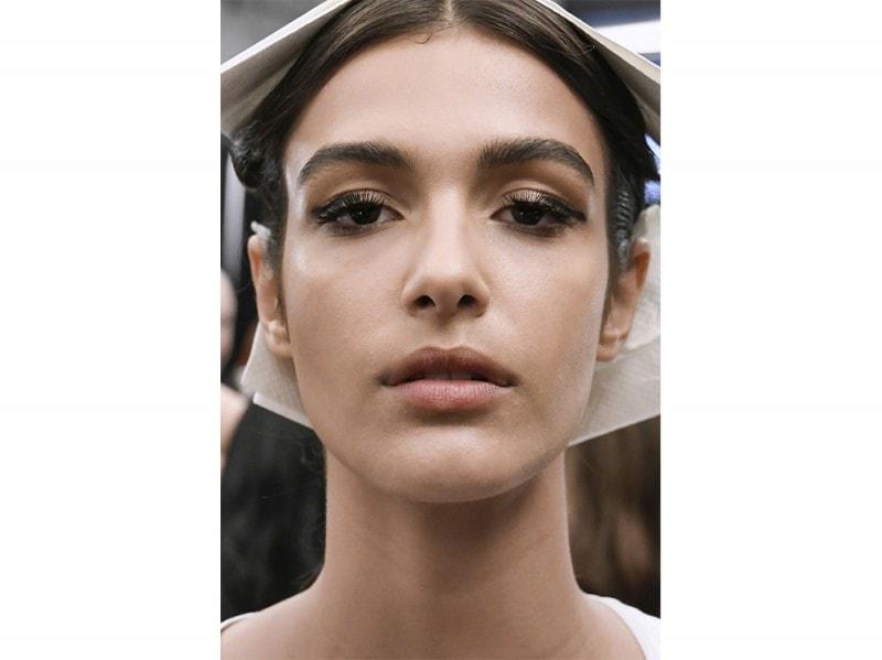 Eyeliner-tendenza-trucco-primavera-estate-2017-29-800×599