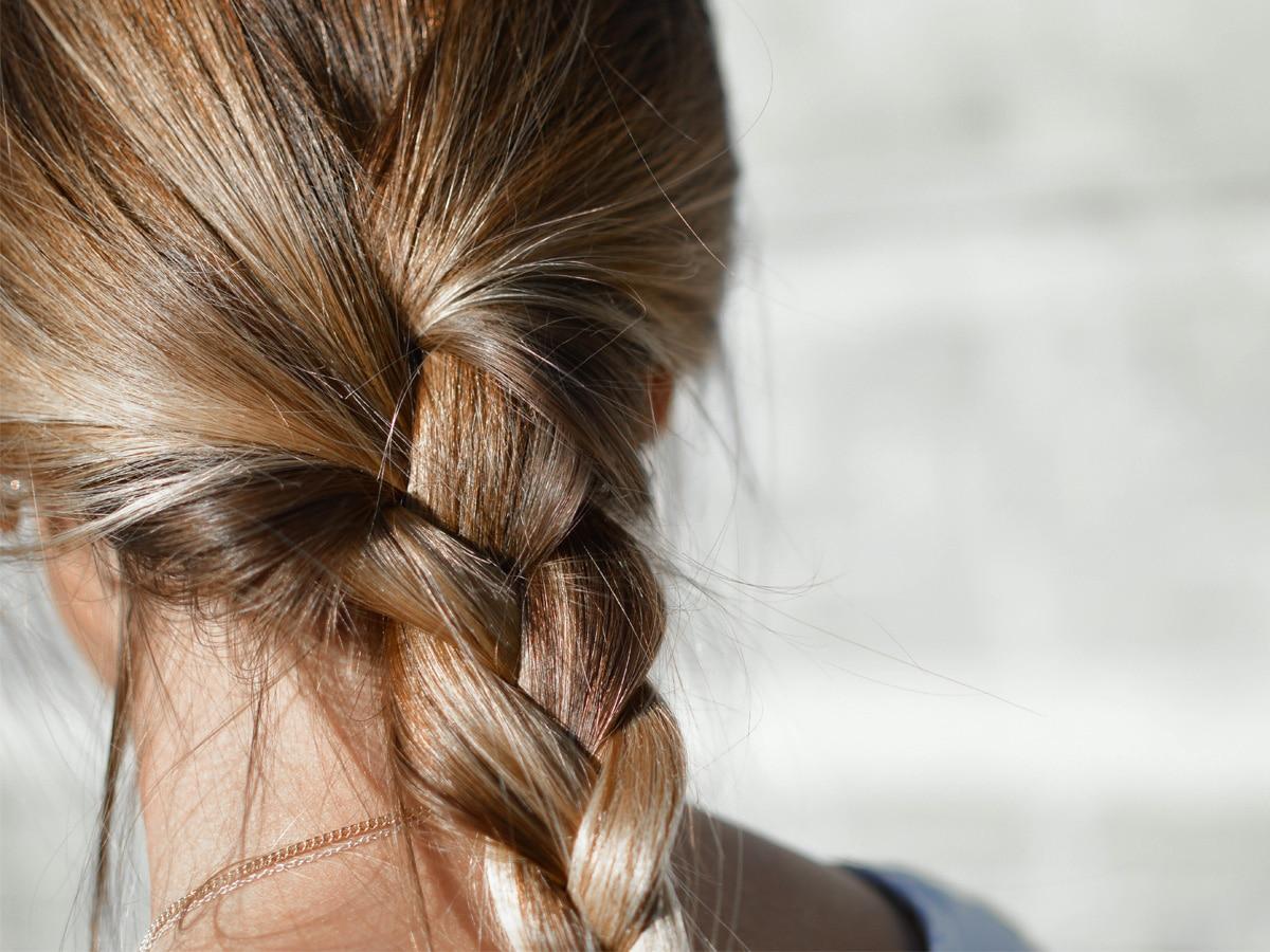 Acconciature-capelli-semplici-tutorial-e-idee-pazzesche-su-TikTok-COVER-