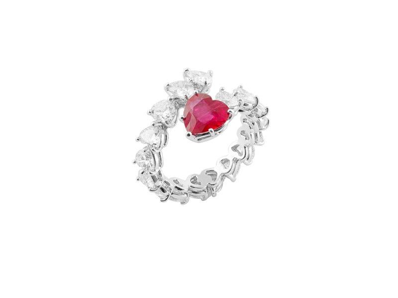 PISA-DIAMANTI-Anello-contrariè-in-oro-bianco-con-rubino-e-diamanti-taglio-cuore
