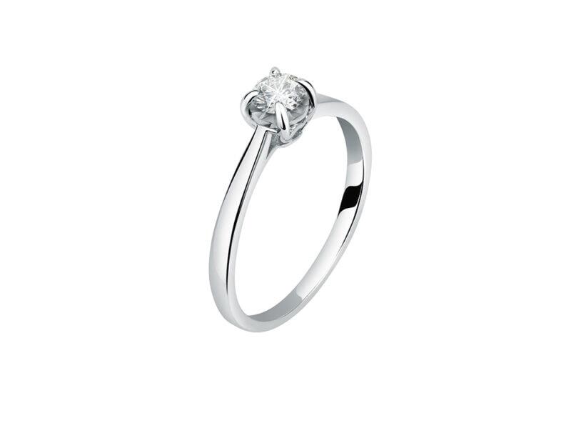 Solitario-in-oro-bianco-con-montatura-4-griffe-e-diamante-ecologico-LIVE-DIAMOND