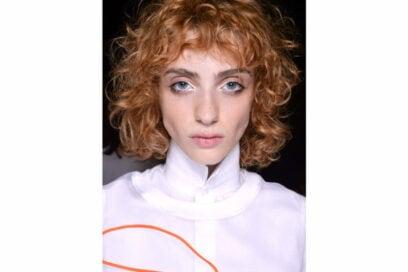 acconciature-capelli-ricci-media-lunghezza-04-800×599