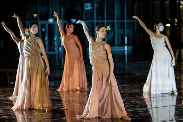 Laura Biagiotti crea gli abiti per il corpo di Ballo del Teatro dell'Opera di Roma