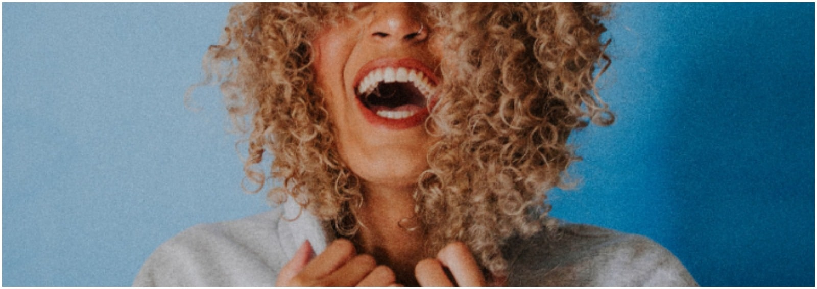 21 Spray texturizzanti e shampoo secco per capelli voluminosi e corposi cover desktop