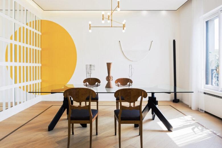 """Una casa arredata """"ad arte"""" nel cuore di Milano"""