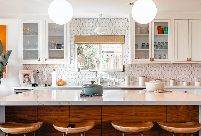 Come arredare una cucina piccola? 5 idee furbe e salvaspazio