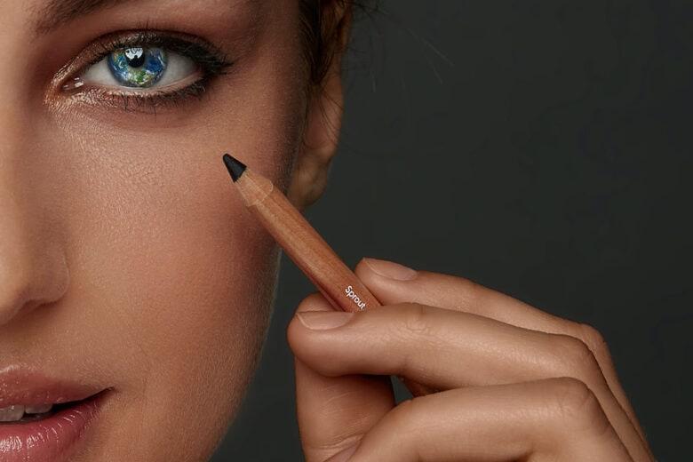 Tightlining: cos'è e come fare il trucco eye-liner invisibile