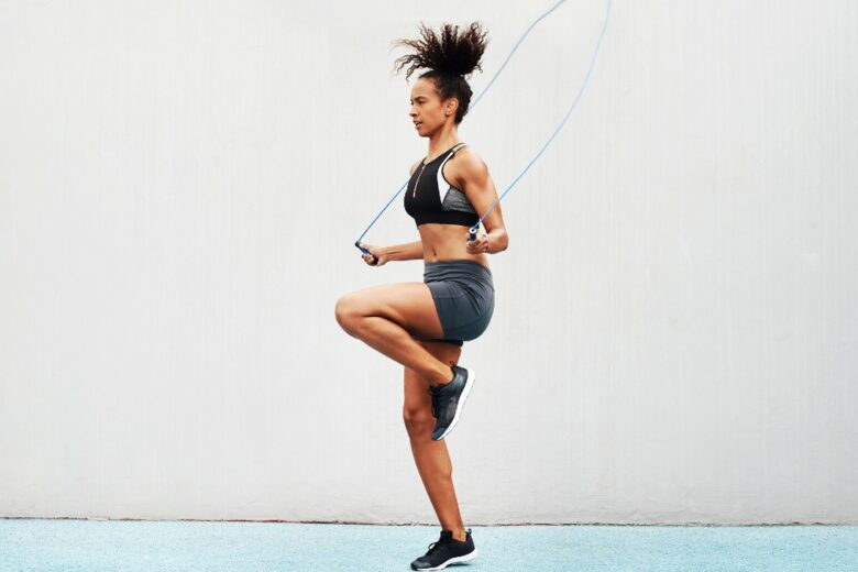 Saltare la corda: 8 benefici che vi faranno venire voglia di iniziare subito