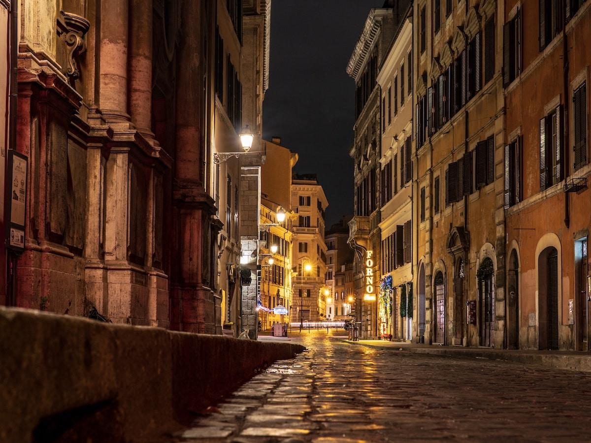 città roma strada notte coprifuoco