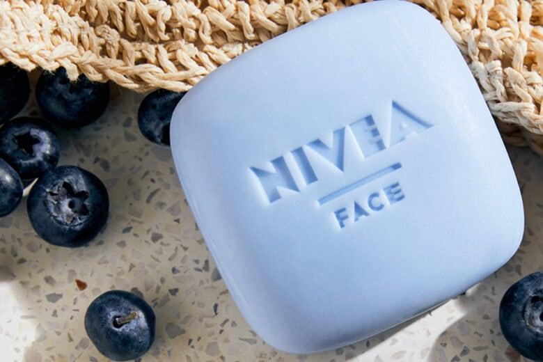 NIVEA Naturally Clean: il nuovo detergente viso solido che rispetta pelle e ambiente