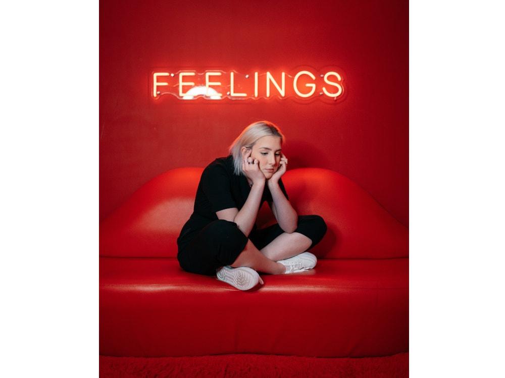 04-ragazza-feelings