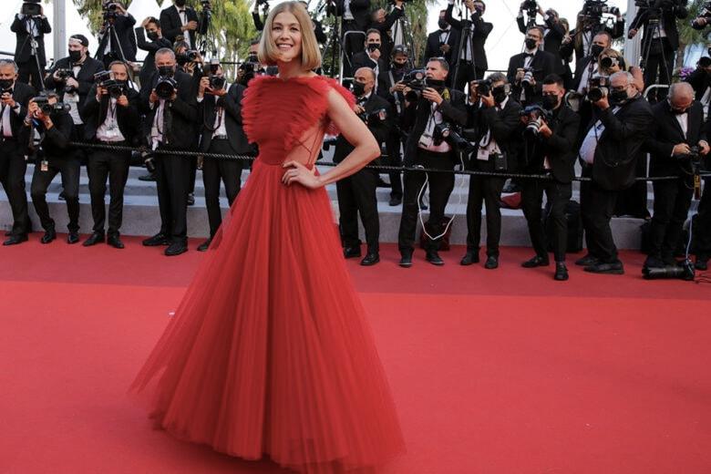 Cannes 2021: tutti gli abiti delle star sul red carpet