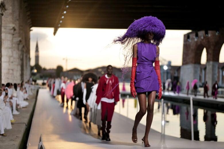 Tra arte e moda: la collezione Haute Couture di Valentino sfila all'Arsenale di Venezia