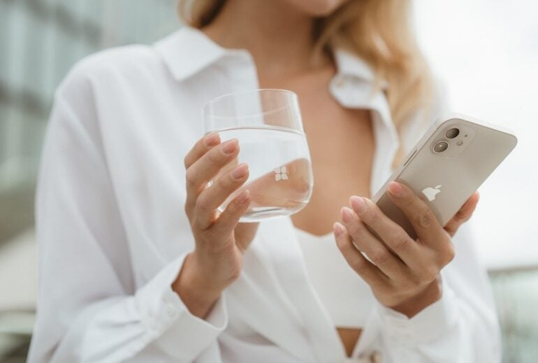 6 trucchi per bere 2 litri di acqua al giorno senza nemmeno accorgersene
